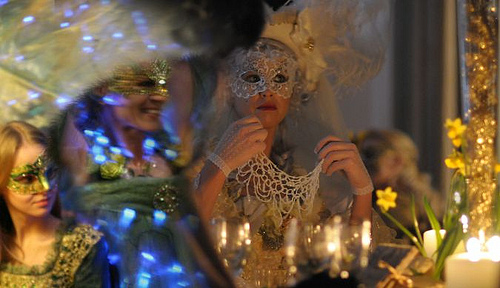 masquerade_lady_elegant_costume_party_venice_carnival
