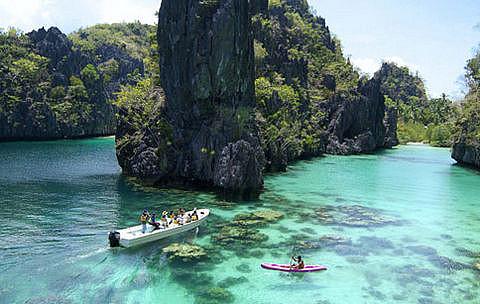 island-hopping-in-palawan-puerto-princesa-philippines+12965662254-tpfil02aw-13125