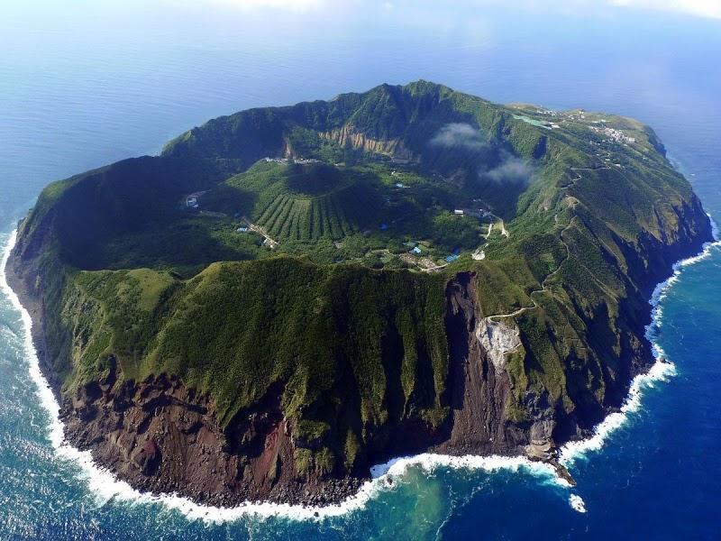 p-Aogashima-ile-volcanique
