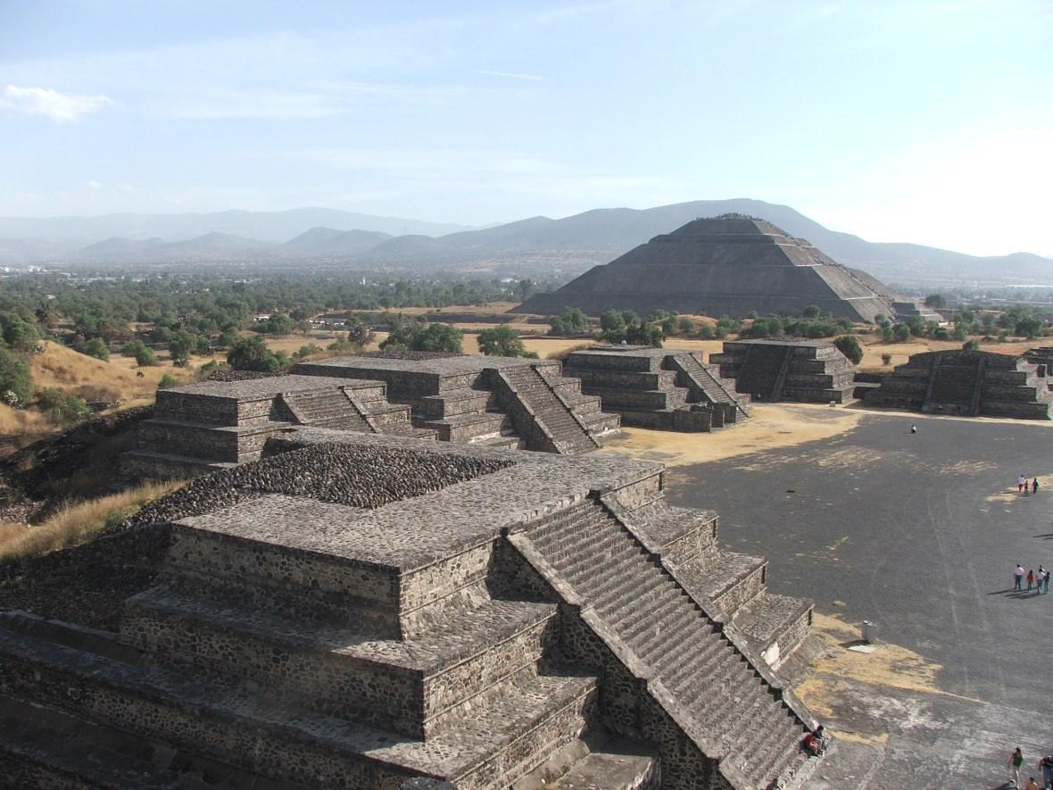 Pirámide_del_Sol,_Teotihuacán,_México