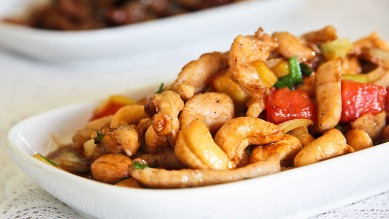 Gai Pad Med Mamuang Himmapan (Stir-fried Chicken with Cashew Nuts)